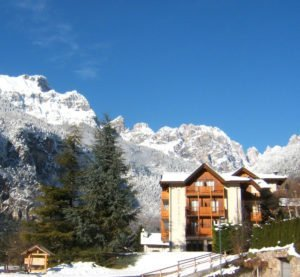 Hotel Zurigo in inverno a Molveno